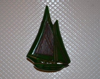 Beautiful 1930s Hand-Carved Bakelite Sailboat Brooch - Rare and Highly Collectible