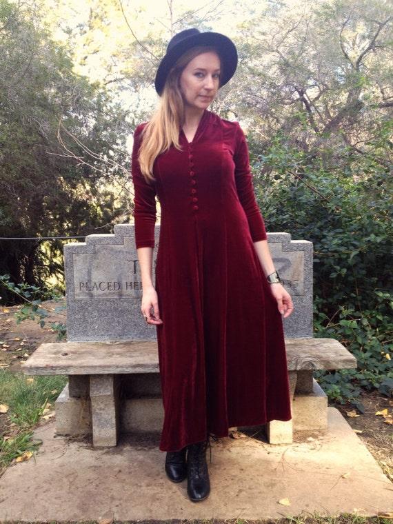 robe velours vintage rouge rubis. Black Bedroom Furniture Sets. Home Design Ideas