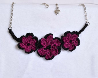 Crocheted necklace with flowers and chain