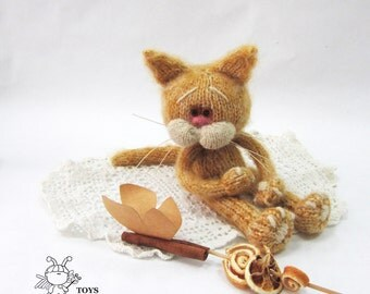 Sandy Cat  - knitting pattern (knitted round)