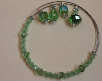 Green Adjustable Memory Wire Bracelet with four Crystal Dangels. (S-150065)