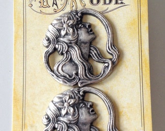 La Mode Vintage Metal Button Copying Vintage Buttons circa 1900-1910