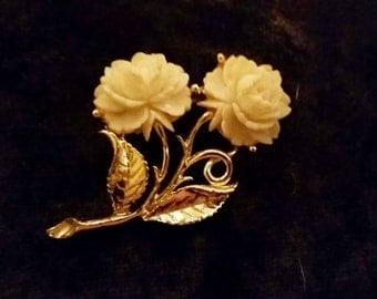 Beautiful Vintage Gold Tone and Pearl 1960's Brooch