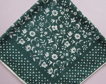 "Vintage Handkerchief Neckerchief Green Bandana Motif Large 19"" x 19"""