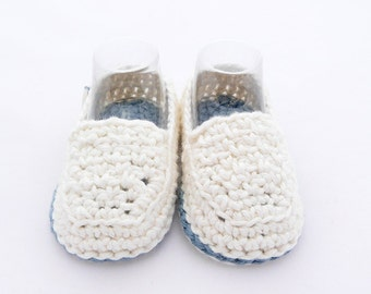 Crochet loafers for babies blue and white. Lolos shoes model
