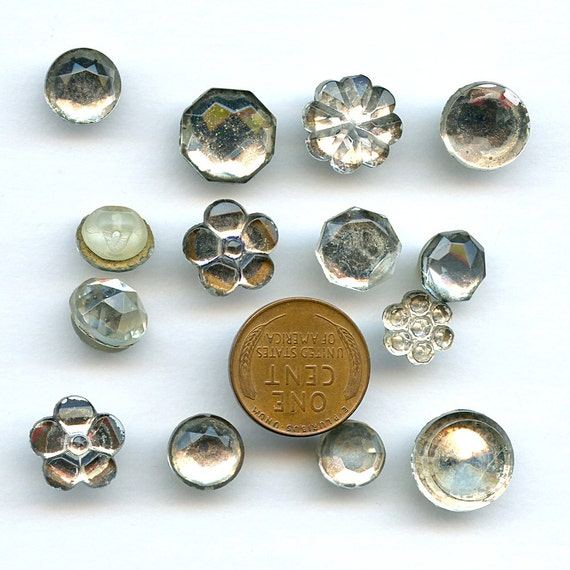 Vintage mirror back buttons 14 glass super lot different for Different sized mirrors
