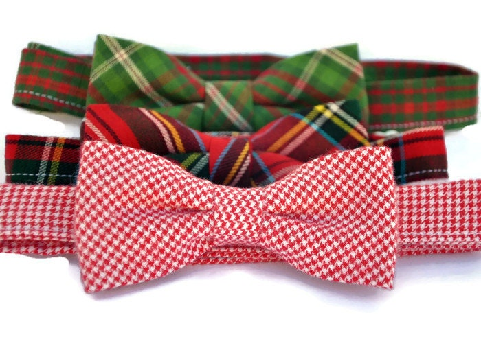 Charming bow ties for the holidays, sure to impress at your gathering with friends and family. Our Christmas trees, bells, and boughs of holly patterns contribute to the Christmas cheer. To order these Christmas bow ties in boys' sizes, please visit the boy bow tie section.
