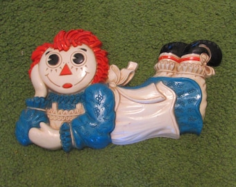 Vintage Plastic Raggedy Ann Wall Hanging Plaque by Bobbs Merrill Co., 1977, home wall decor, childs room