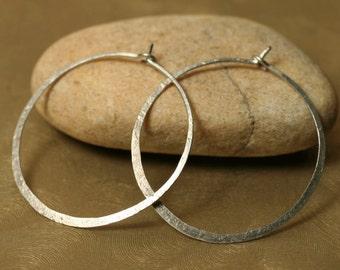 Handmade hammered infinite circular silver tone hoop 30mm, one pair (item ID ST5-2G20)