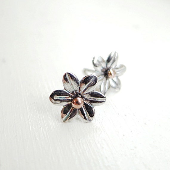Flower earring, Sterling Silver, Daisy stud,  Nature jewelry