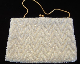 Beaded evening bag  white with sequins seed beads and articulated gold tone carrying chain for women hand made in Hong Kong vintage