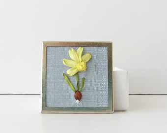 Daffodil brooch, March birthday gift, yellow daffodil pin, square jonquil brooch, narcissus brooch, spring flower pin, silk flower jewelry