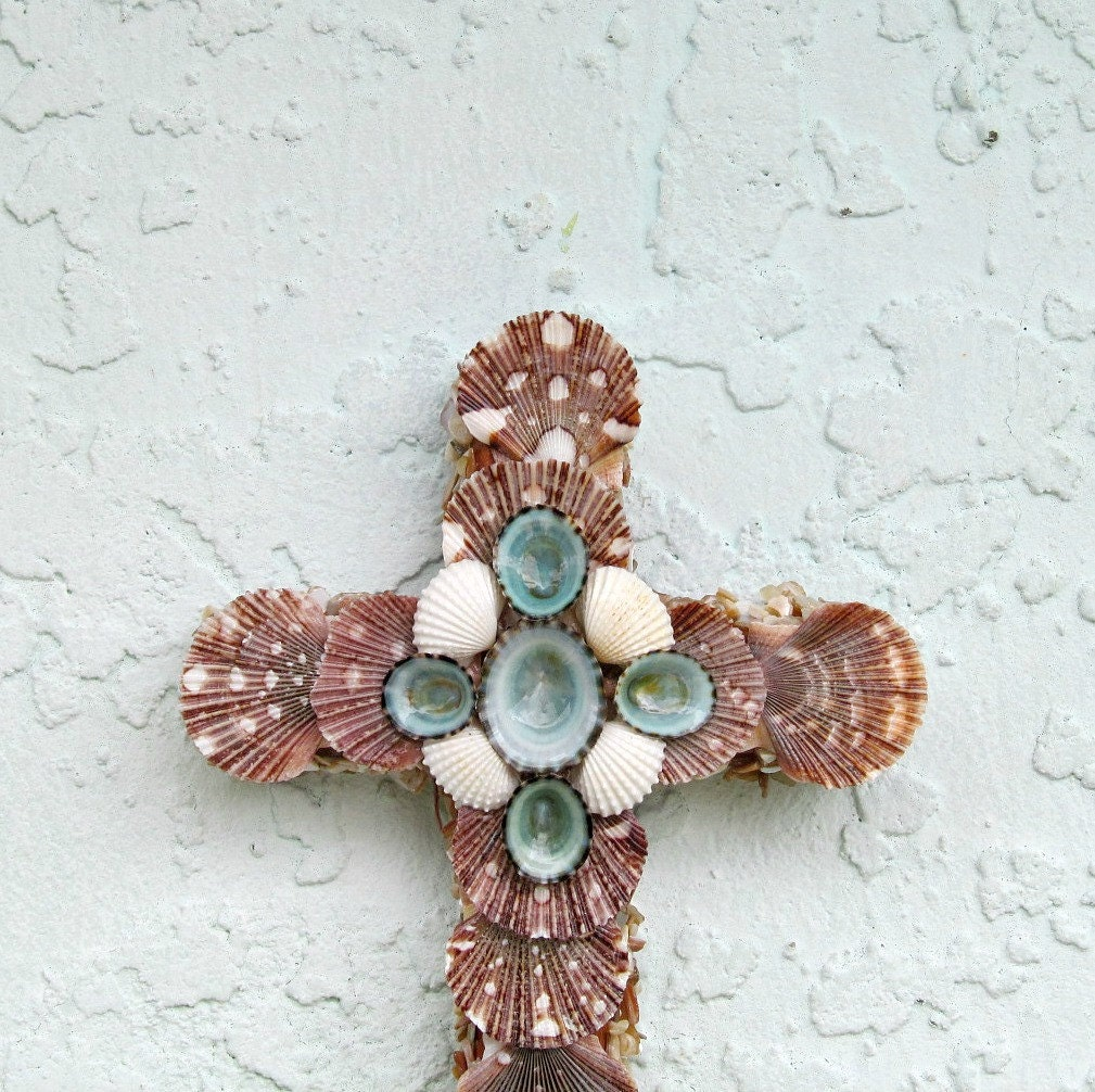 cross shells wall art seashell crucifix brown and turquoise. Black Bedroom Furniture Sets. Home Design Ideas