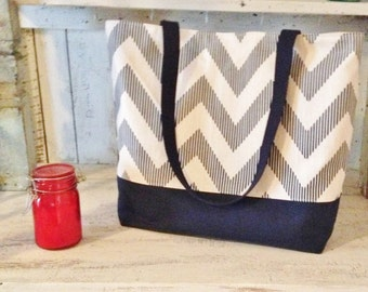 Set of 6 Chevron tote Bag . Navy White and Natural CHEVY print . Chevron beach bag . great bridesmaid gifts . MONOGRAMMING Available