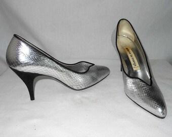 Arlene La Marca Vintage 70s Metallic Liquide Silver Pumps Toe Cleavage Suede Heels 7.5B