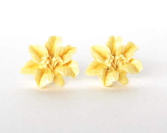 Ivory flower vintage lucite stud earrings LAST ONE