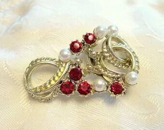 Vintage Brooch Rhinestone Faux Pearl Ruby Goldtone