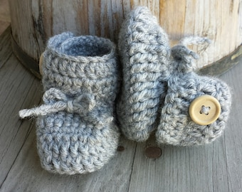 Crochet baby girl boots, with bow in grey, Wood button closure.  size 0 to 3 mo.