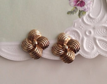 Vintage Clip Earrings Art Deco Geometric Floral Brass Clip on Earrings antique costume jewelry Gold Tone Earrings Vintage 50s Jewelry clipon