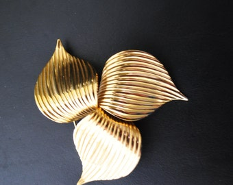 Classy vintage 70s gold tone texture metal three leaves large brooch. Made by Sarah Coventry.