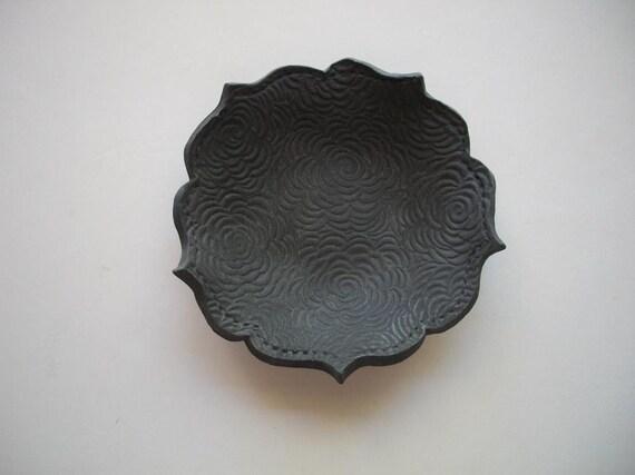 Black Velvet Roses Lotus Bowl