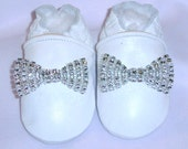 White leather moccasins, white baby booties, white bows ,infant shoes,white  LEATHER shoes with bow , toddler shoes, choose your bow