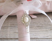 Bridal Bouquet Charm, Vintage Style Wedding Charm, pearls and crystals bouquet charm