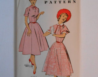 Vintage 50s Dress with Cape Pattern New York 1550 Size 17 Bust 35 UNCUT