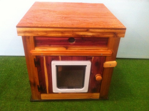 Large HEATED CEDAR Cat House/Ultimate Heat/2 Lg Doors