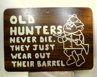 Man CAVE, Old HUNTERS Never Die, They Just Wear Out Their Barrel, Vintage 1950s Retro Axiom, White On Brown Masonite, Kitsch Funny Saying