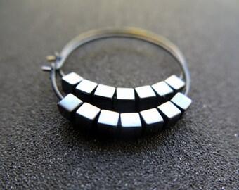 black earings. hematite earrings in anodized niobium. hammered hoops.