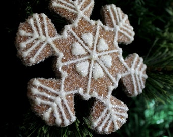 Christmas Ornament Snowflake Hearts Gingerbread Gift-Keepsake