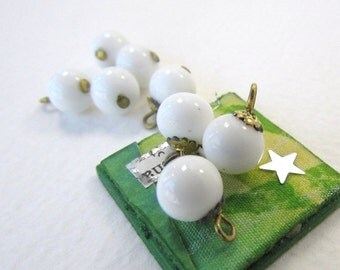 Vintage Bead Drops White Glass Bead Charms Gold Bead Cap Japan 8mm vgb0588 (8)