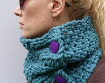 Womens Cowl, Teal Handknitted Cowl, scarf, neckwarmer 100% merino wool