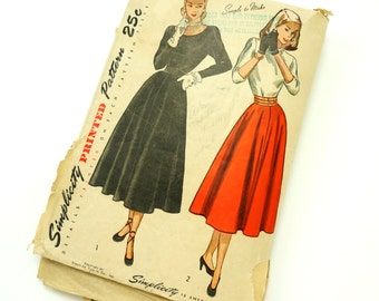 Womens Size 13 Two Piece Full Circle Skirt Dress Vintage 1940s Simplicity Sewing Pattern 2258 / bust 31 waist 25.5 / Complete