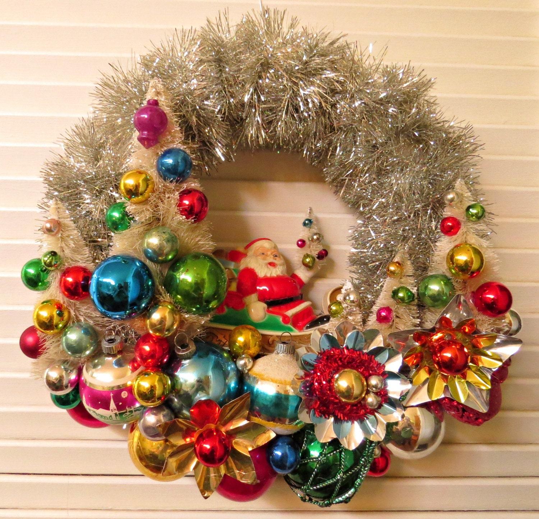Retro Christmas Decorations Ideas: Vintage Over The Top Christmas Santa's Forest Wreath