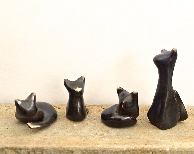 CAT LOVERS SPECIAL >>  1 or 2 or 3 or the whole collection for less!  Elegant bronze cat and kitten figures.