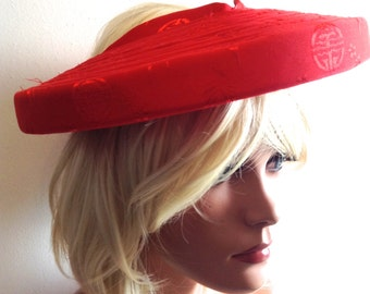 Vintage 1950's Open crown hat. mad men. Red Asian pattern.