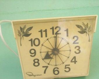 Retro Ingraham Kitchen Wall Clock / WORKS