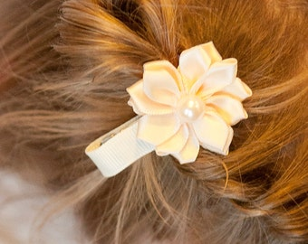 ivory flower hair clip, girl birthday gift, flower girl hair clip, baby shower gift, hair barrette, girl hair accessories, hair bow, toddler