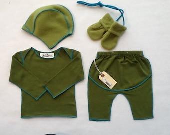 cotton lap shirt, leggings with polare fleece hat and mitten set