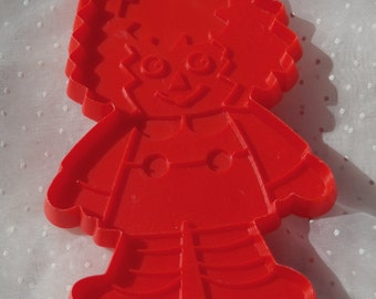 Vintage Raggedy Andy Doll Cookie Cutter, Red Plastic Bobbs Merrill