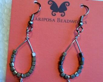 Lovely silver hoop earrings with a bronze pearl epndant