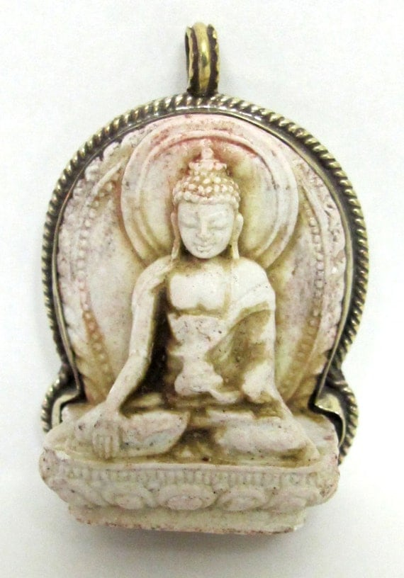 Meditating antiqued creamish color Tibetan Buddha pendant from Nepal - PS003B