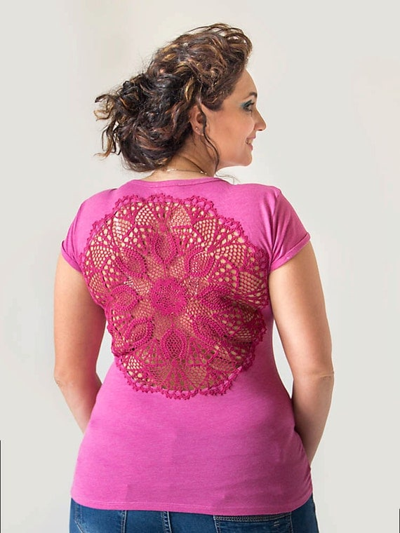 Pink t-shirt with upcycled vintage crochet doily back - size L-XL
