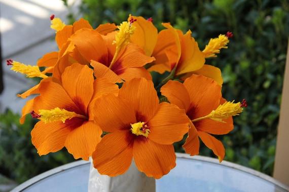 articles similaires fleurs d 39 hibiscus fleurs en papier fleurs de papier cr pon sur etsy. Black Bedroom Furniture Sets. Home Design Ideas