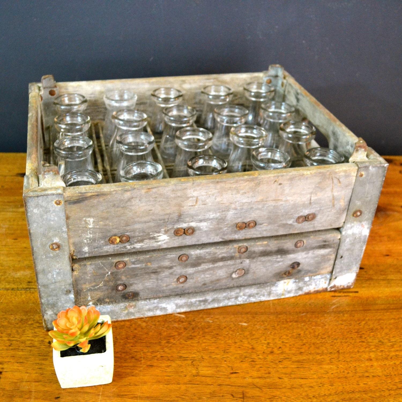 Vintage wood crate wood milk crate galvanized by - Que faire avec des palettes ...