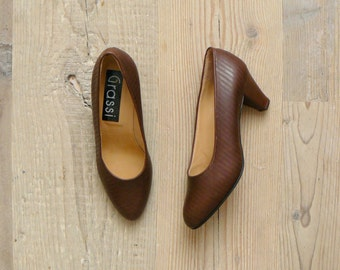 Vintage brown leather heels. deadstock vintage shoes. 80s shoes