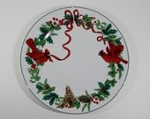 "10"" Dinner Plate Royal Norfolk Cardinal Red Ribbon Holly Green Band Pattern Fine China Christmas Motif Decorative Holiday Cookie Dish Gift"