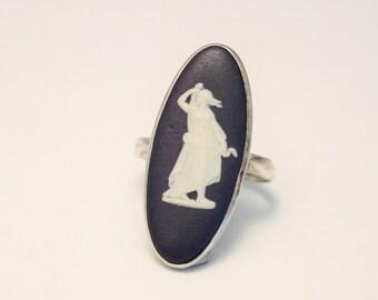 Vintage Wedgwood ring. Sterling silver. Dark blue. US size 6 1/4.   UK size M